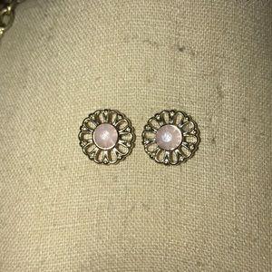 Jewelry - Stud flower earrings